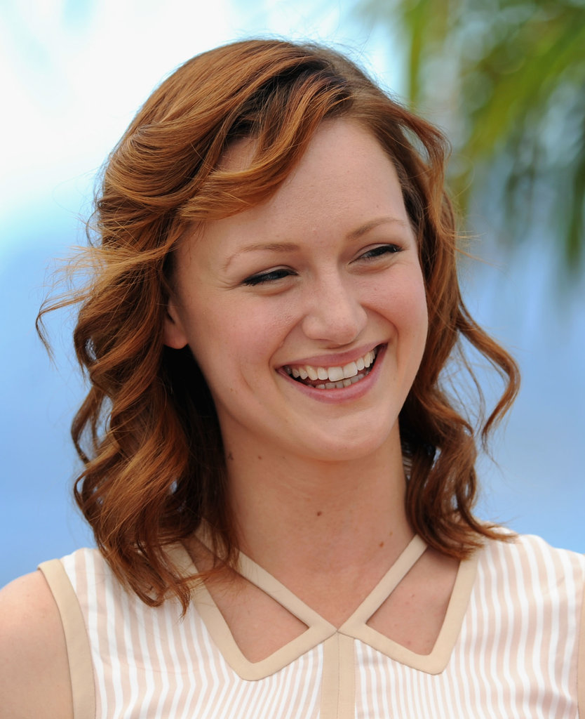 Kerry Bishé's crimson curls and neutral makeup shone during the photocall for Max Rose.