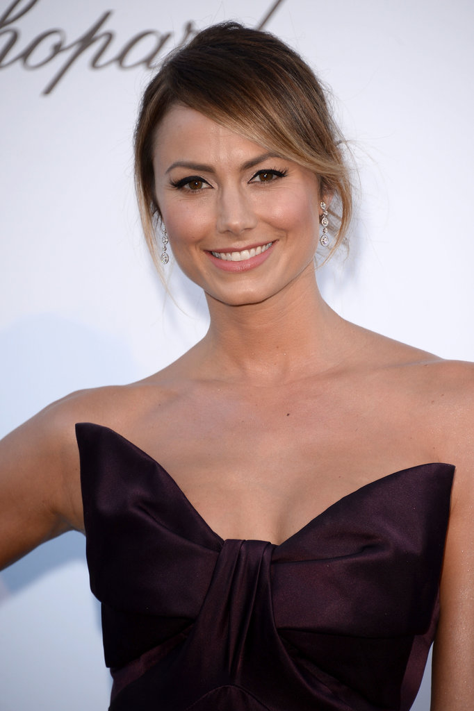 At the amfAR fete, Stacy Keibler played it simple yet chic with exaggerated winged eyeliner and an updo that featured face-framing tendrils.