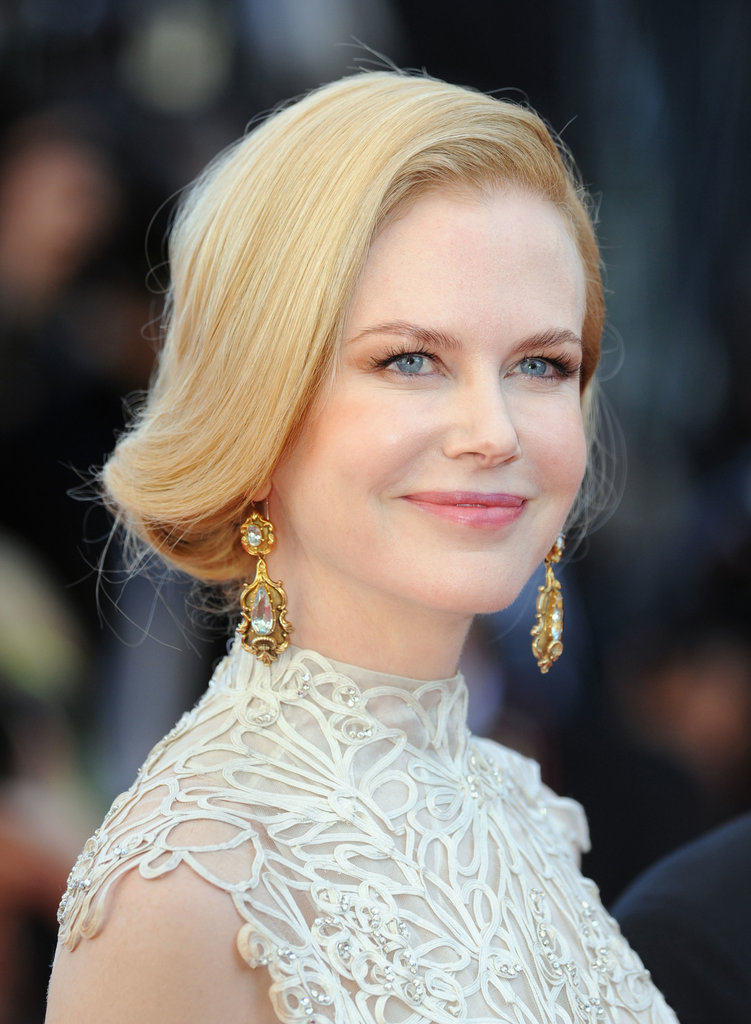 With a neckline that looks best sans heavy ornamentation, Nicole chose to go big with her earrings instead, rocking Fred Leighton gold and aquamarine stunners.