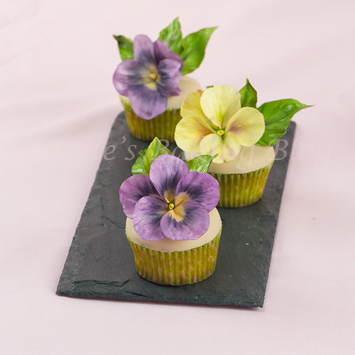 Sugar Paste Pansy Cupcakes