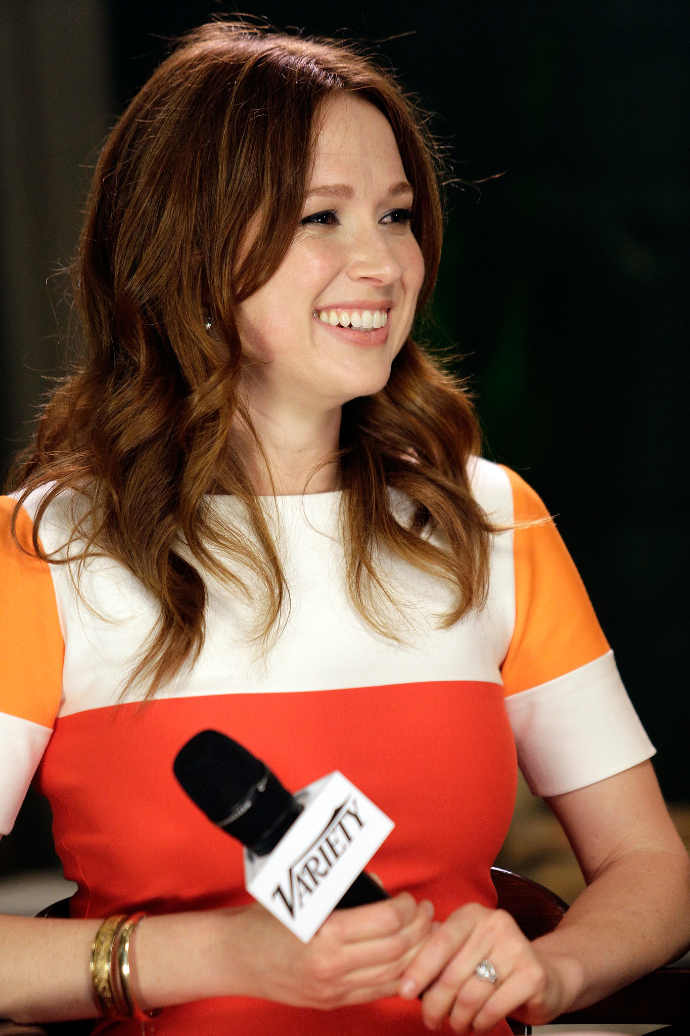 The Office star Ellie Kemper looked darling with natural makeup, beachy waves, and a beautiful smile.