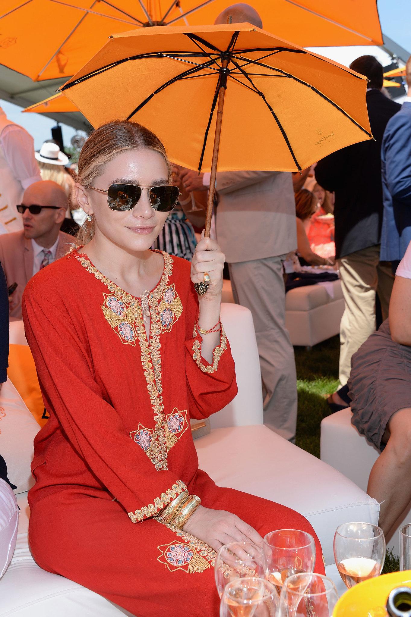 Ashley Olsen stayed cool under a mini parasol.