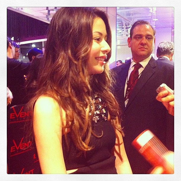 Super cute actress Miranda Cosgrove chatted to Jess on the red carpet at the premiere of Despicable Me 2.