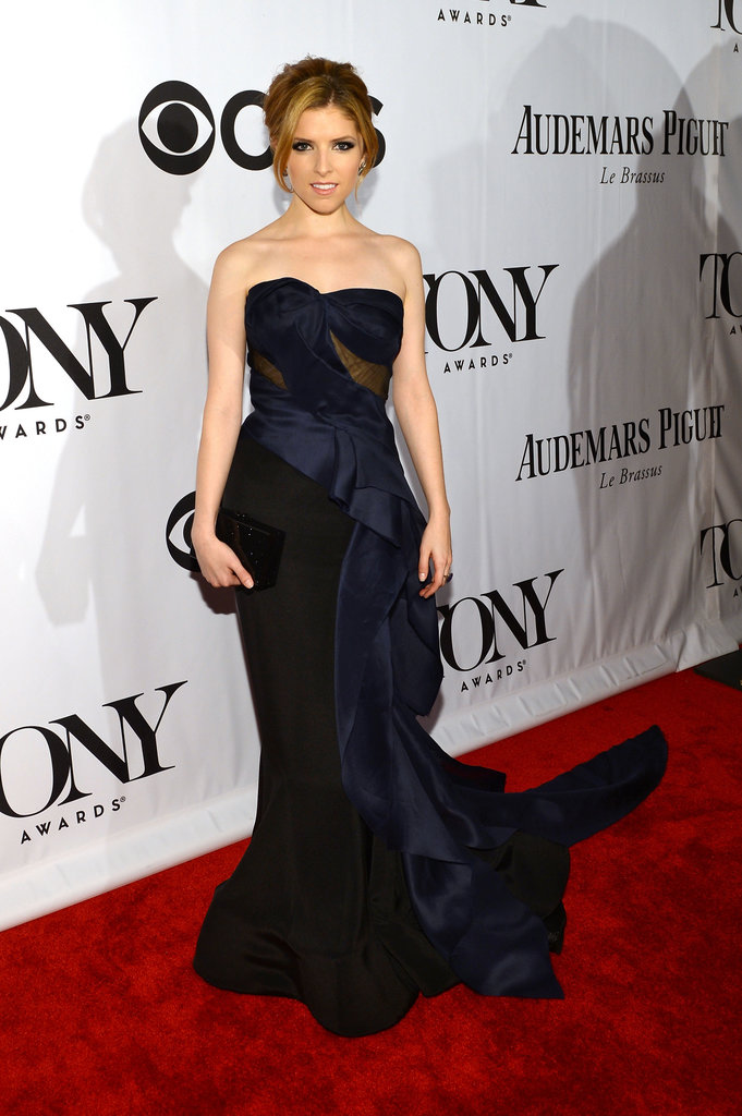Anna Kendrick proved navy and black go perfectly together in this ultrachic chiffon and silk crepe Donna Karan Atelier gown.
