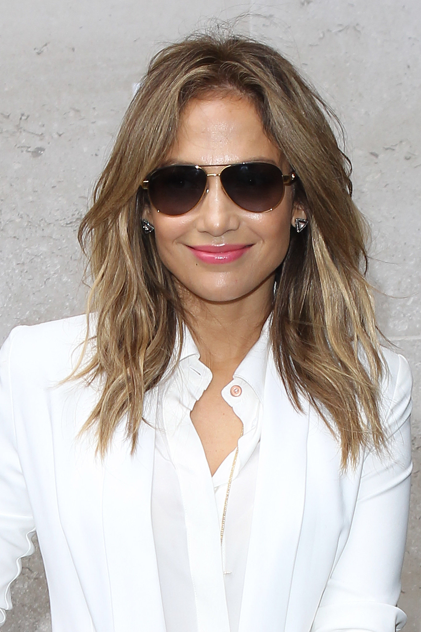 Smaller, less cohesive waves, like Jennifer Lopez's here, can be achieved by sleeping in braids to create the kinky style.