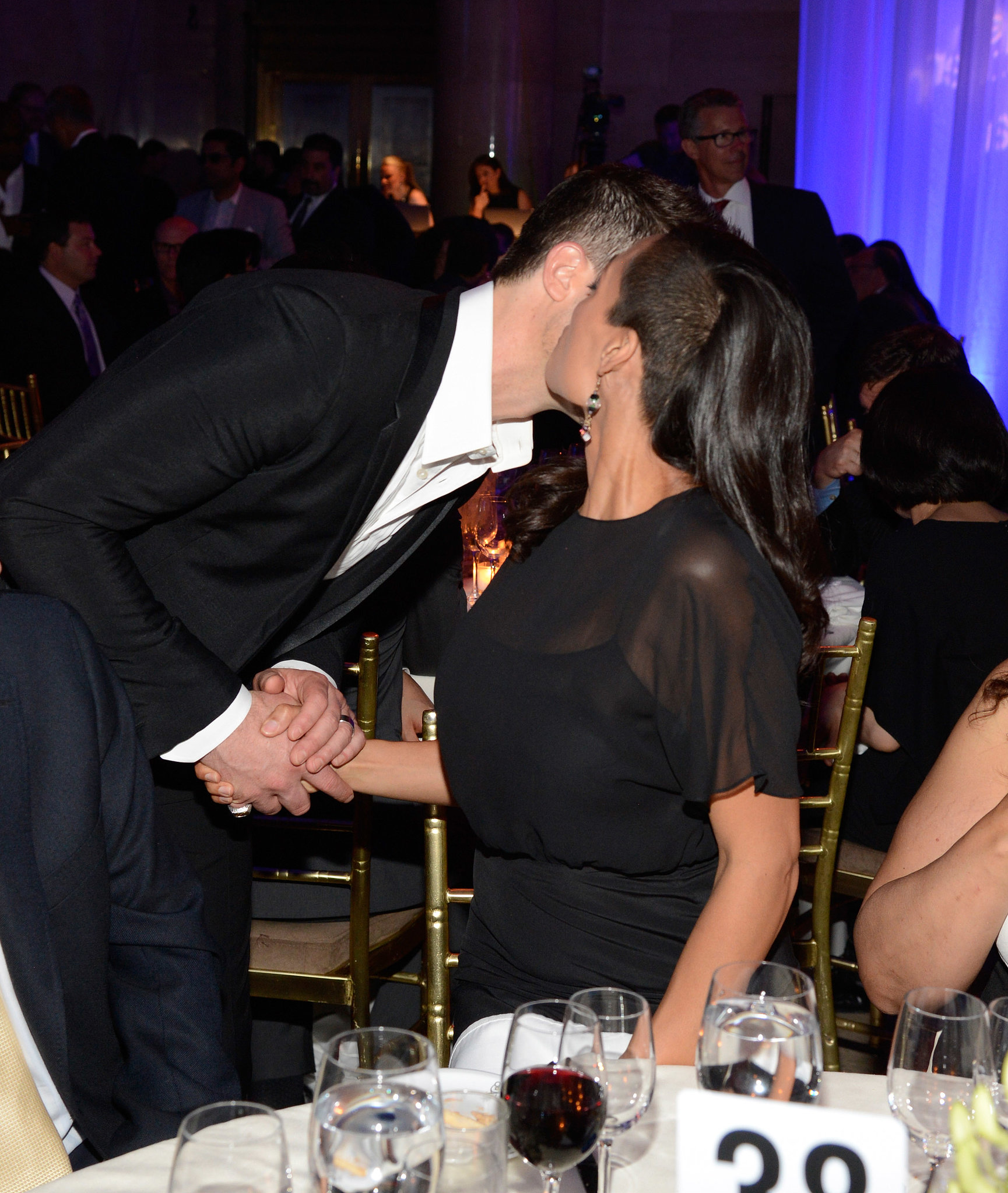 Rosario Dawson gave a kiss to Robin Thicke.