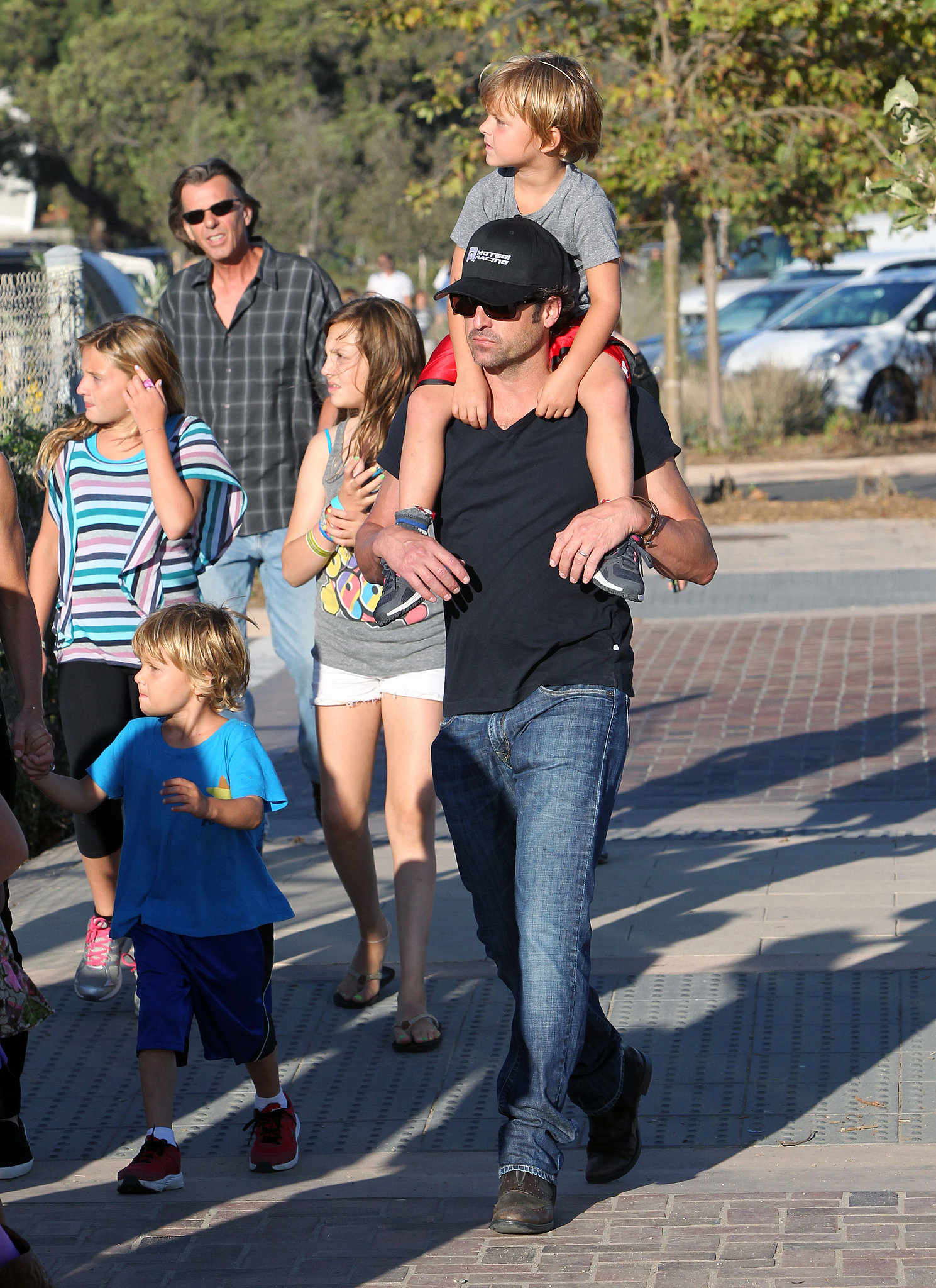 Patrick Dempsey carried one of his twins on his shoulder ...