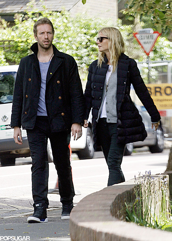 Gwyneth Paltrow showed PDA with Chris Martin on a couple's stroll around London.