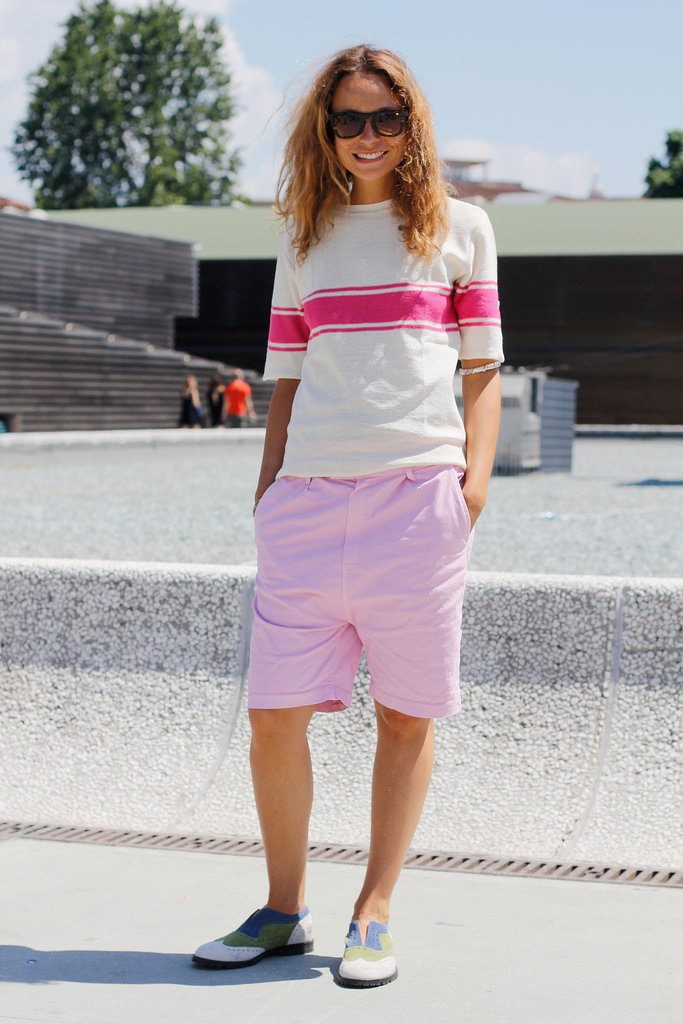 We love how she outfitted her borrowed-from-the-boys look with the girliest colors.