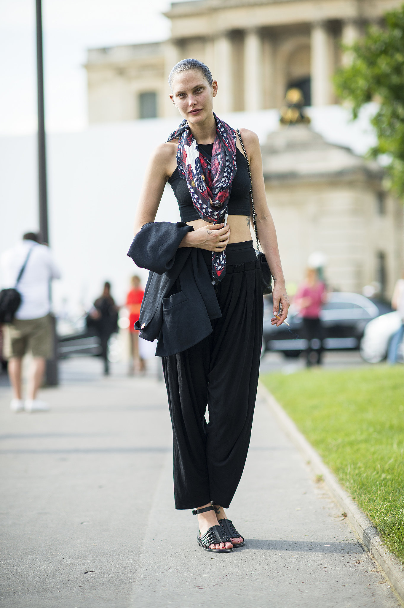 A laid-back approach to dressing for the shows, with a little exposed midriff and a breezy scarf. Source: Le 21ème | Adam Katz Sinding