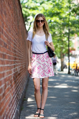 The basics never go out of style — her easy tee and floral skirt make a perfect Summer look. Source: Le 21ème | Adam Katz Sinding
