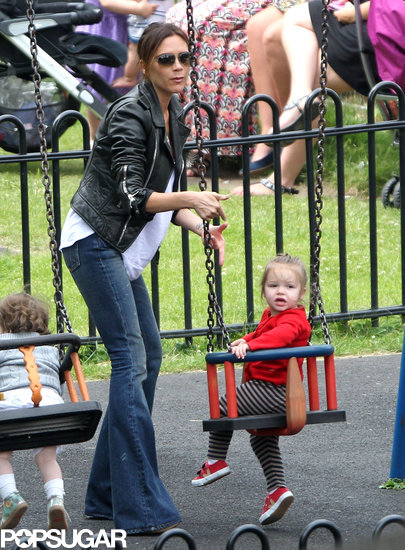 Victoria-Beckham-spent-some-time-playground-her-daughter