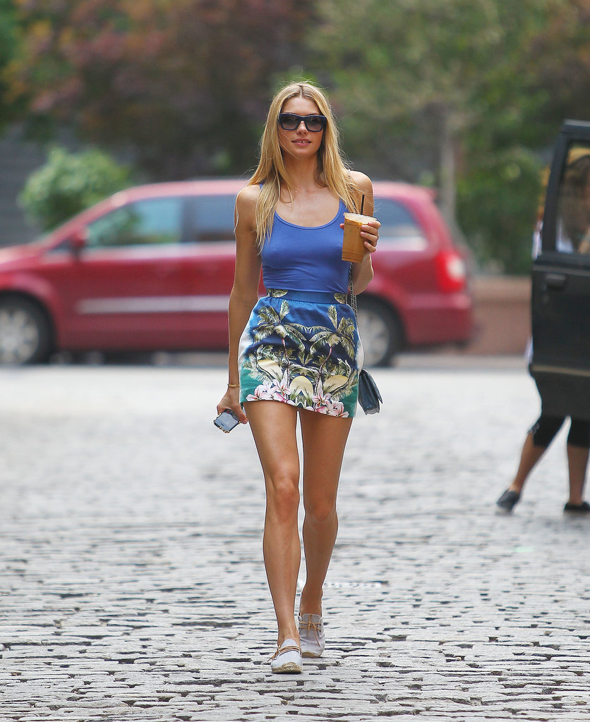 Jessica Hart was the vision of Summer in a printed mini-skirt and a matching blue tank top.