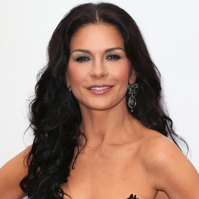 Catherine Zeta Jones Smoky Eye Look at Premiere of Red 2