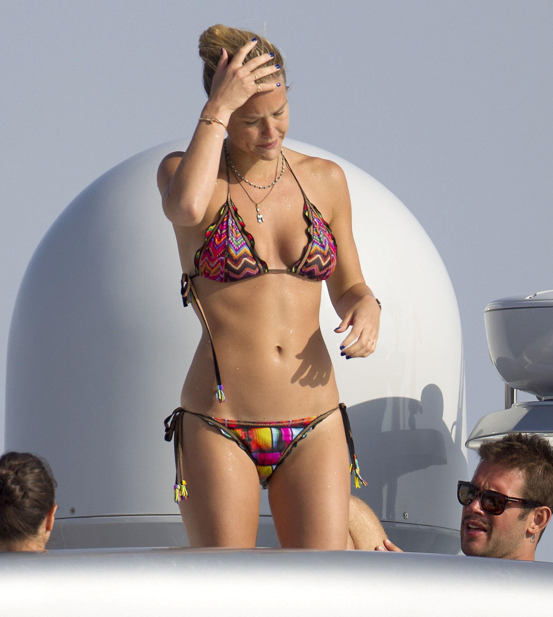 Bikini-Clad Bar Refaeli Shows Off Her Six-Pack in Spain