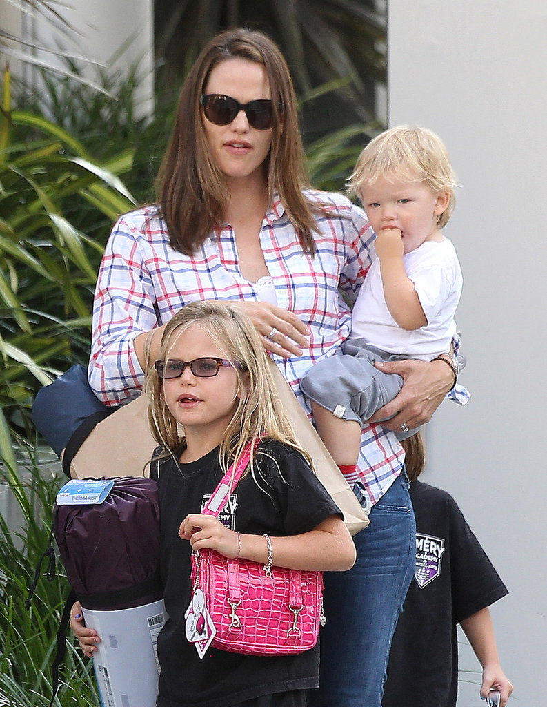 Jennifer Garner shopped in LA with Seraphina and Sam Affleck.
