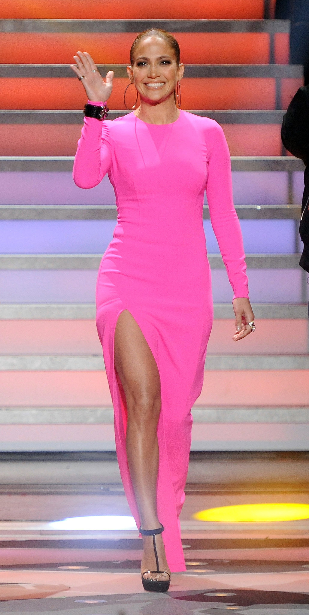 A glowing Jennifer Lopez hit the Idol stage in a hot pink Michael Kors — with a thigh-high slit.