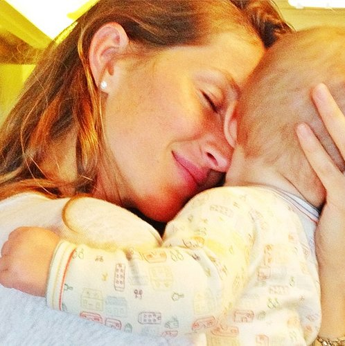 Gisele Bündchen cuddled her daughter, Vivian. Source: Instagram user giseleofficial