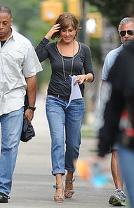 Jennifer-Aniston-also-wore-jeans-heels-while-walking-around
