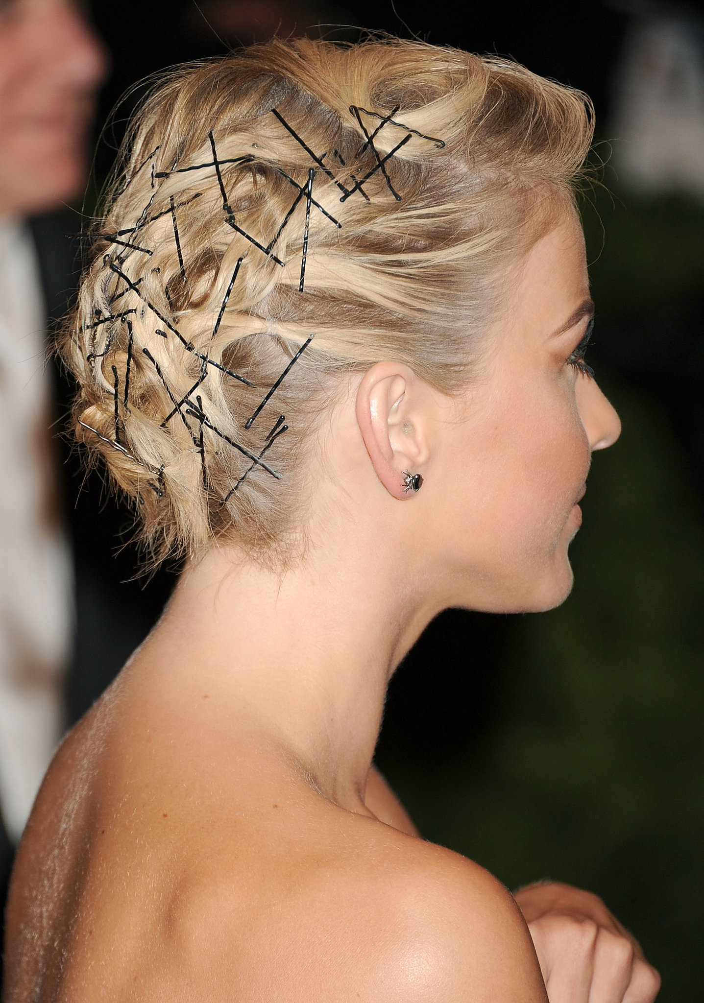 Bobby Pins Were The Focus Of Julianne Hough S Met Gala Hairstyle Bobby Pins Come Out Of