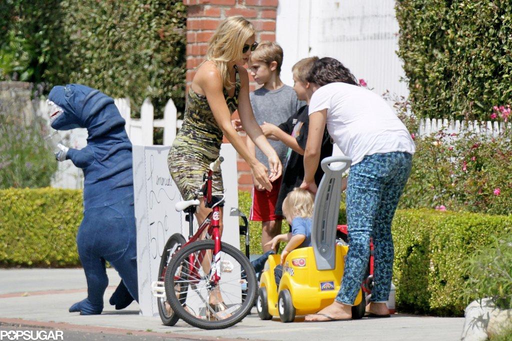 Kate Hudson's older son, Ryder Robinson, sold lemonade on the street corner.