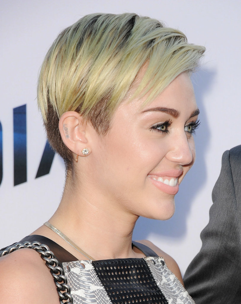 Even though Miley has both sides of her hair shaved, you could barely tell with this sideswept style.