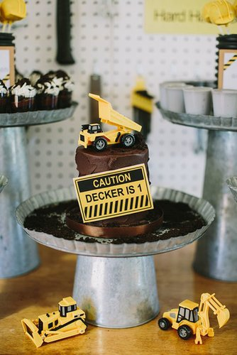 Construction-Themed Cake