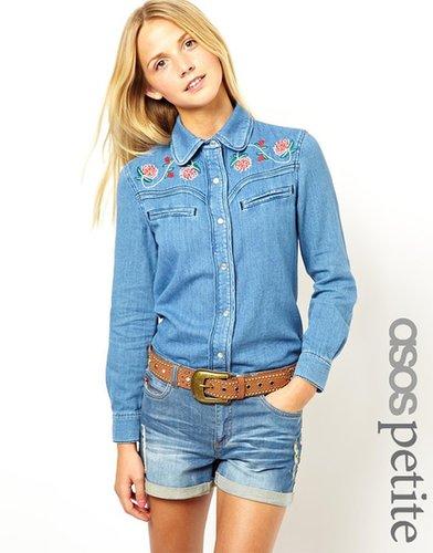 Exclusivité ASOS PETITE - Chemise en jean brodée style western