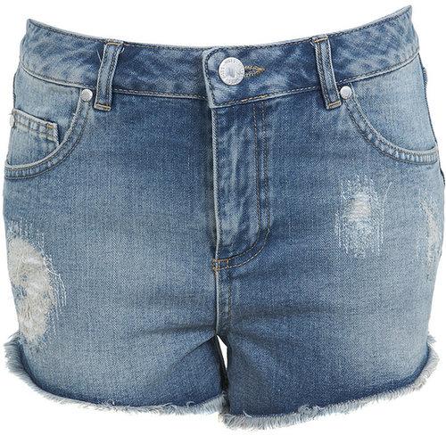 Jeans-Shorts in mittlerer Waschung mit Flicken