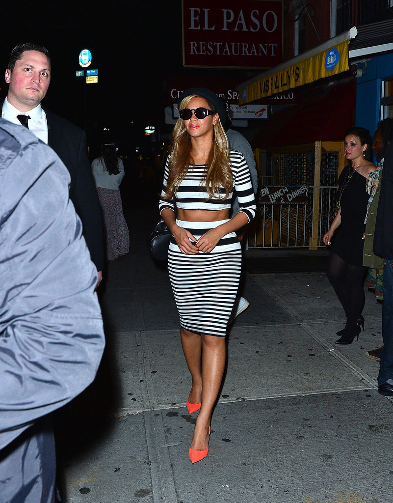 We love how the graduated stripes of Beyoncé's outfit framed her perfectly toned abs.