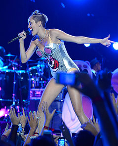 Miley-Cyrus-sported-bear-inspired-leotard-her-VMAs-performance