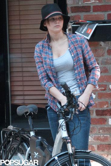 Jennifer-took-break-from-her-bike-ride
