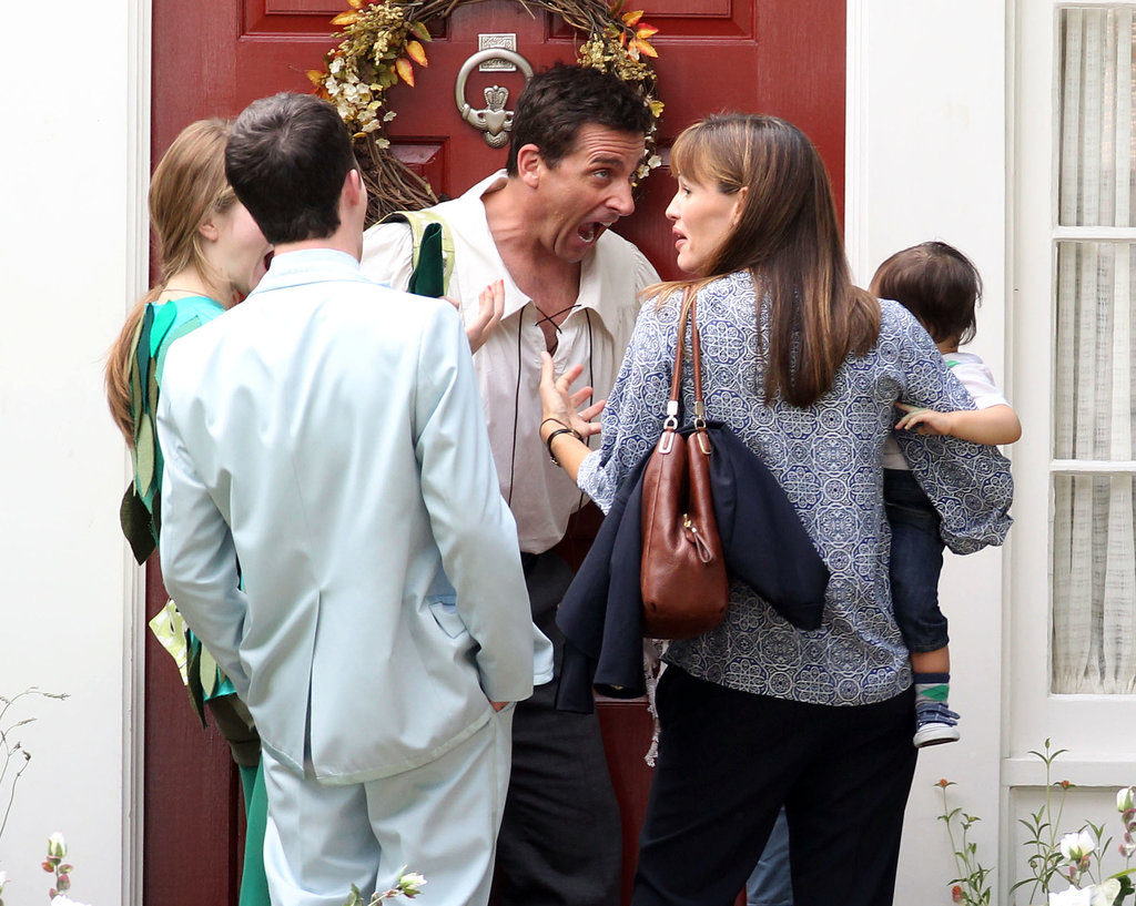 Steve Carell made funny faces on set with Jennifer Garner and his little costars.