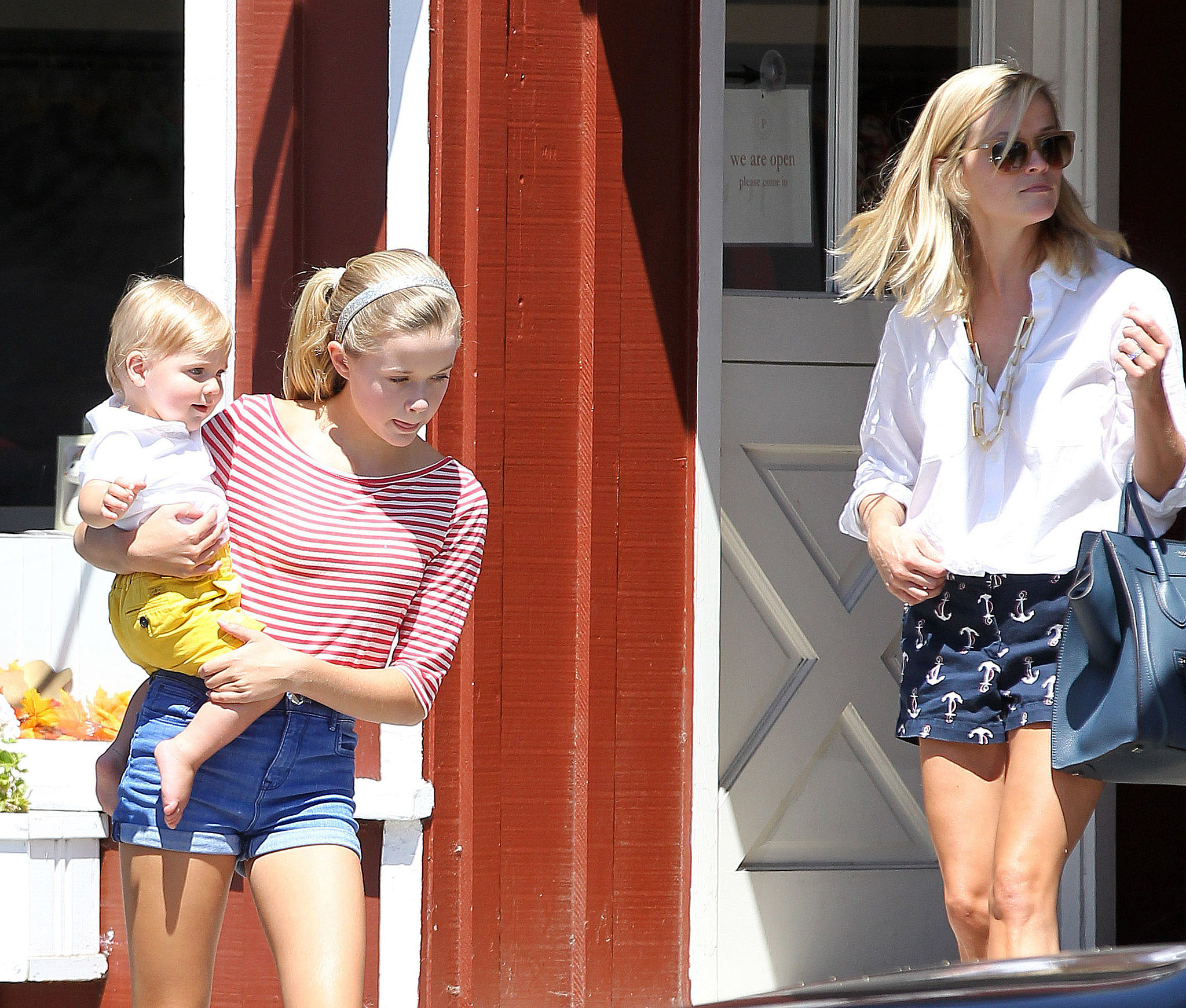 Reese Witherspoon went for an outing in LA with Ava Phillippe and Tennessee Toth.