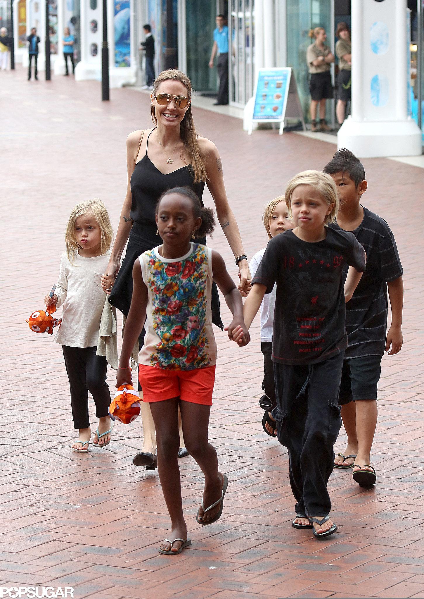 Angelina Jolie and her kids — Shiloh, Zahara, Vivienne, Pax, and Knox — took a trip to the Sea Life Sydney Aquarium in Australia.