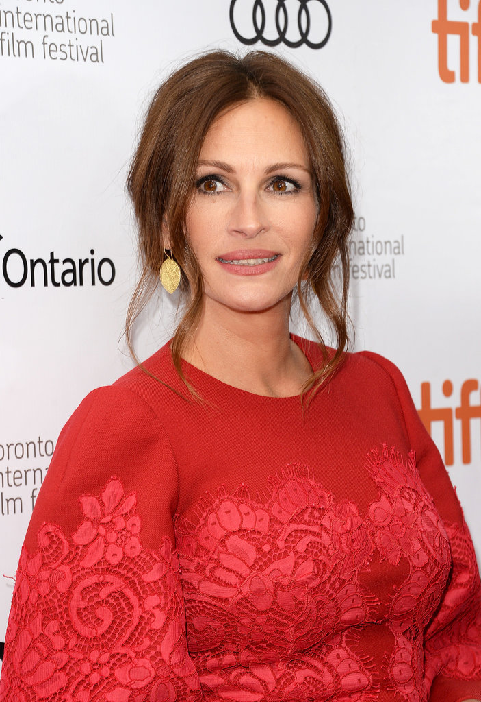 Julia Roberts was the lady in red at the August: Osage County premiere. She went with a loose updo with curled tendrils around her face and a flattering neutral makeup palette.