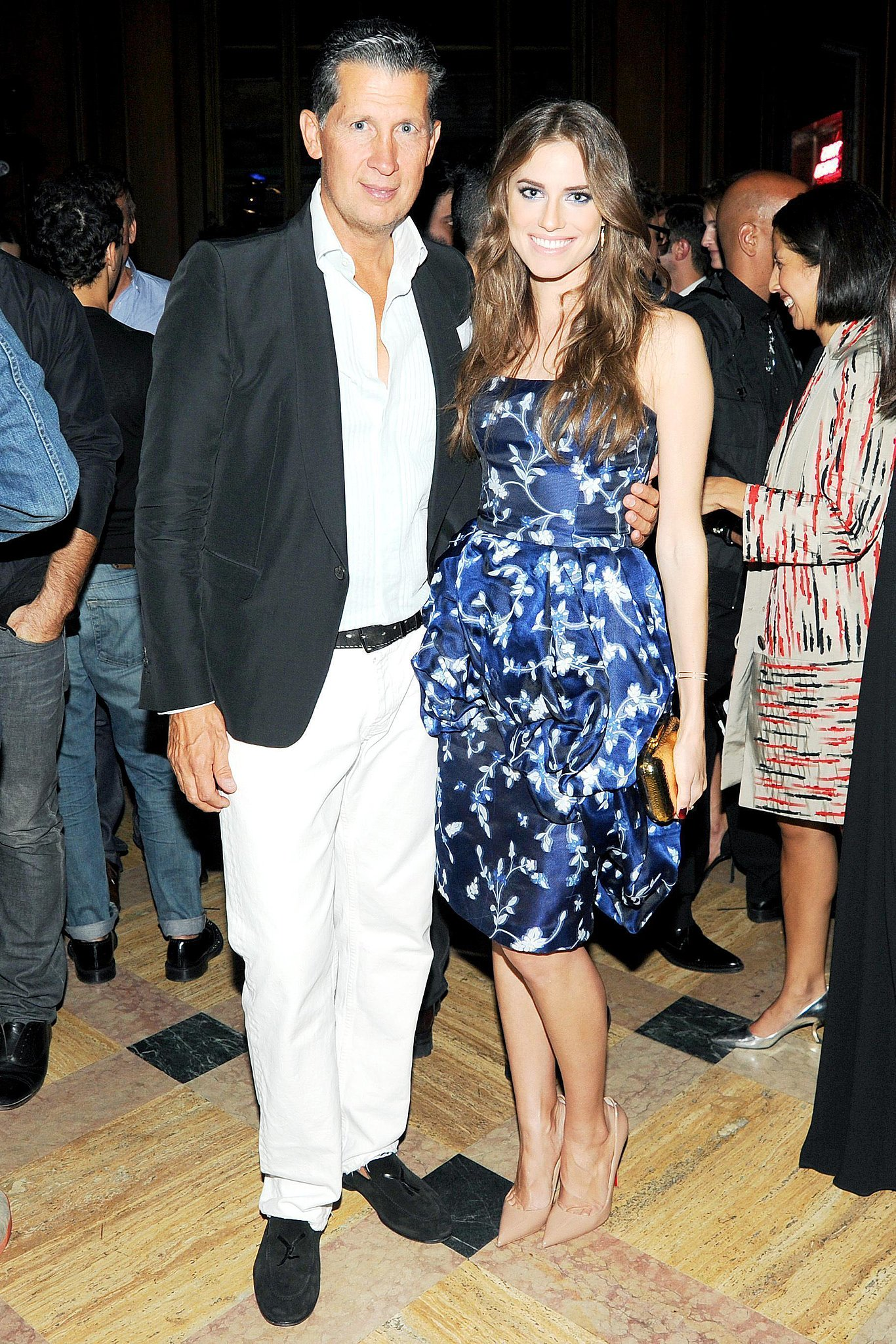 At the Stefano Tonchi and Craig McDean cocktail party in NYC, Allison Williams posed with Tonchi wearing a beautiful blue printed Oscar de la Renta peplum dress with classic nude pumps.