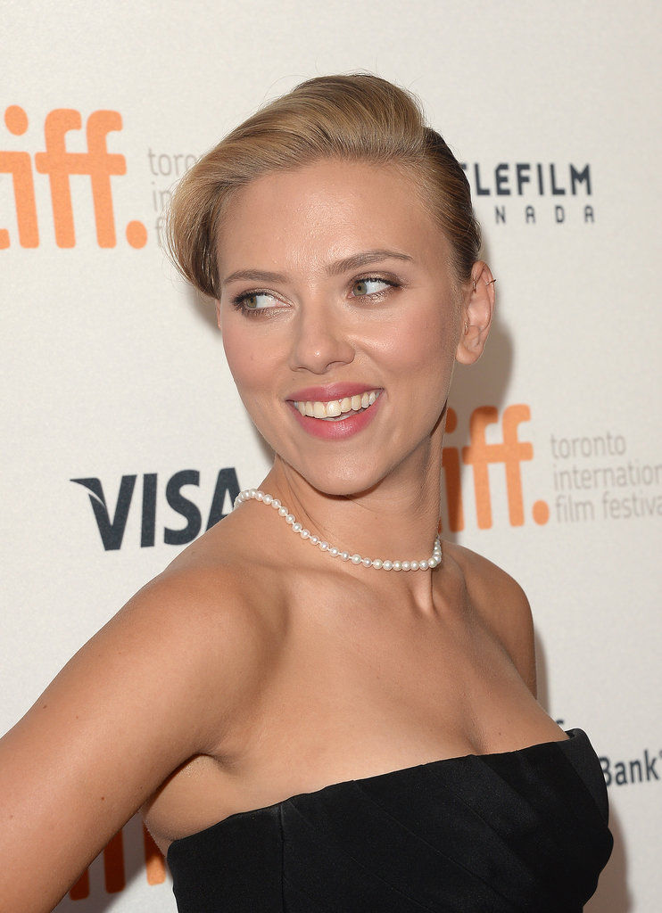 Scarlett Johansson stunned at the Don Jon premiere with a side-parted pompadour and a touch of shimmery shadow.