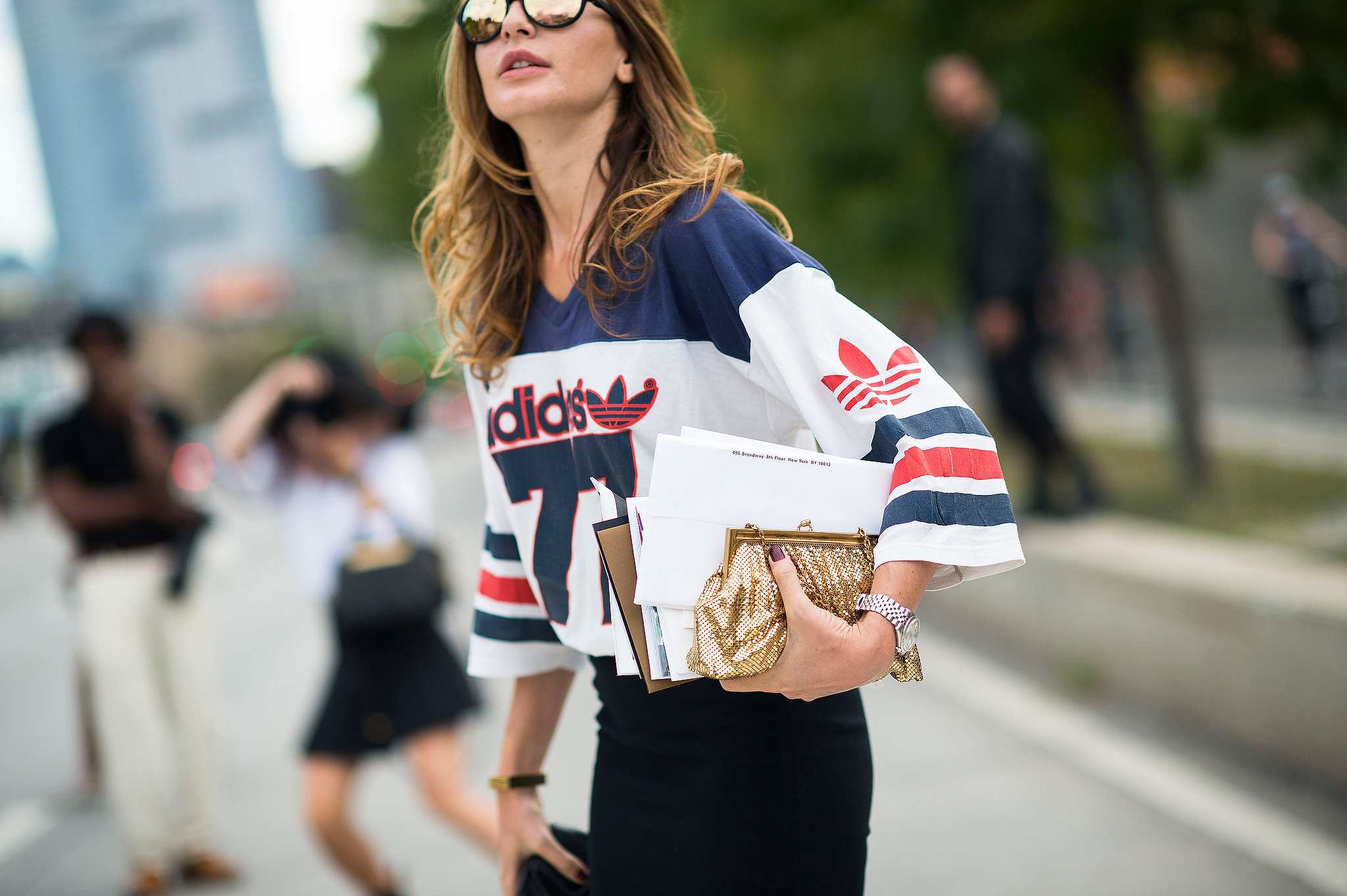 Bet you never thought a jersey would look this good with a gold clutch.