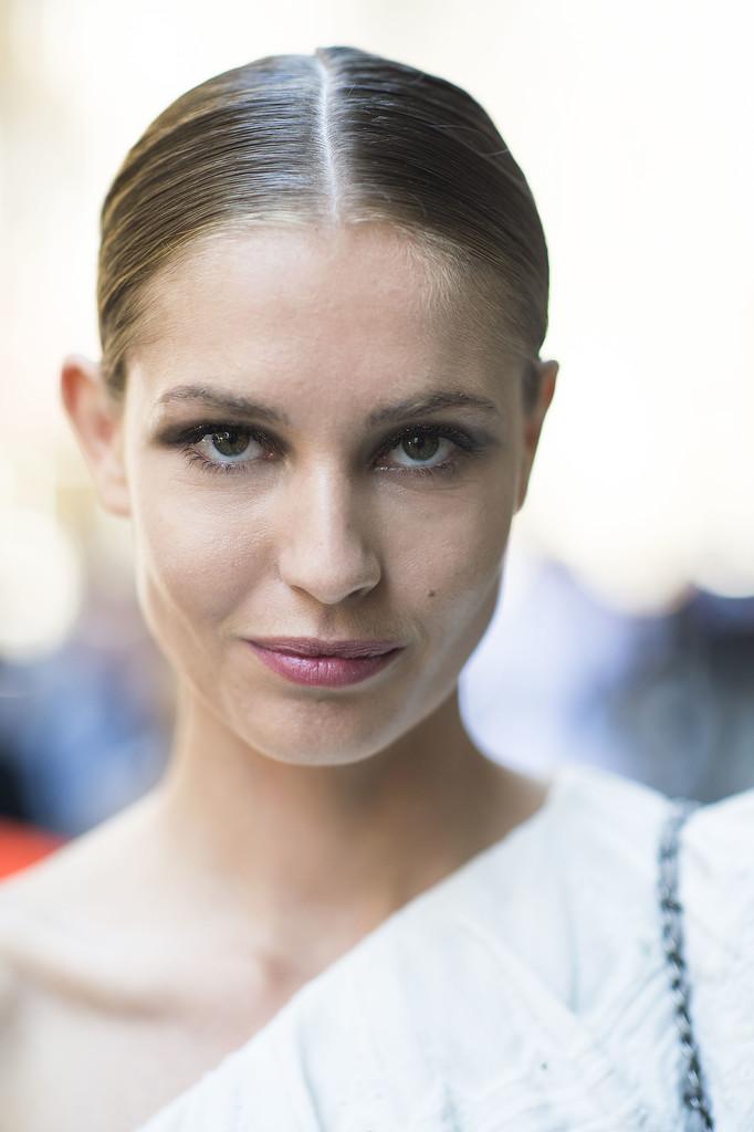 Can you spy the gorgeous glitter hiding on this woman's eyelids?  Source: Le 21ème | Adam Katz Sinding