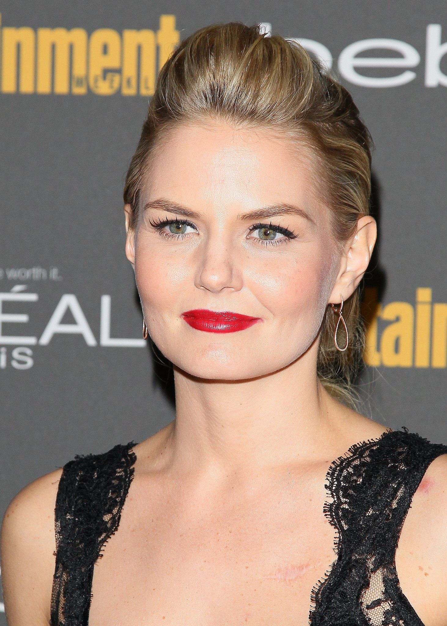 A flick of eyeliner and glossy crimson lips were a sexy look on Jennifer Morrison at Entertain