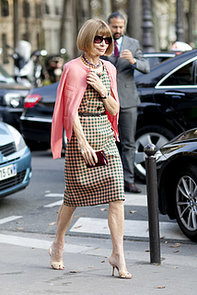 Anna-Wintour-outfitted-Prada-sheath-pop-pink