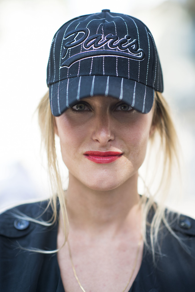 There is no confusion which team this showgoer is on, and the coral lipstick adds femininity to a simple baseball cap.  Source: Le 21ème   Adam Katz Sinding