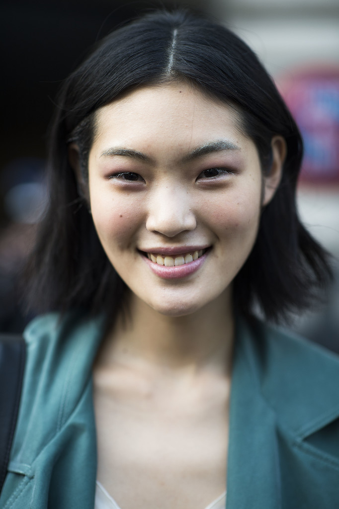 Shades of pink clearly works on eyes, cheeks, and lips. Source: Le 21ème   Adam Katz Sinding