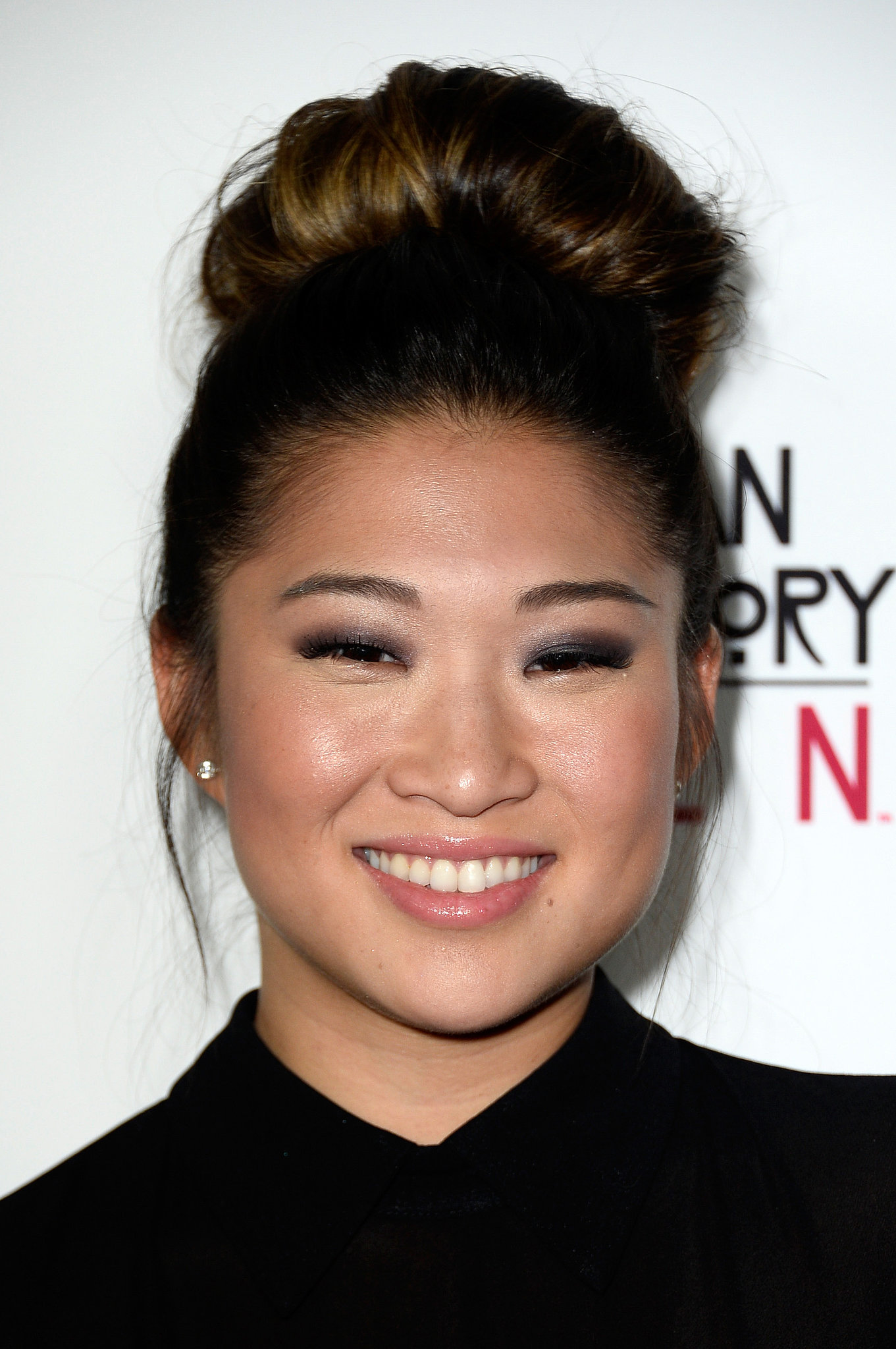 The 31-year old daughter of father (?) and mother(?), 163 cm tall Jenna Ushkowitz in 2017 photo