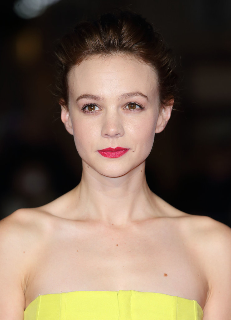 Carey Mulligan looked darling at the gala for Inside Llewyn Davis with minimal makeup and a swept up hairdo. Learn how to her her look here!