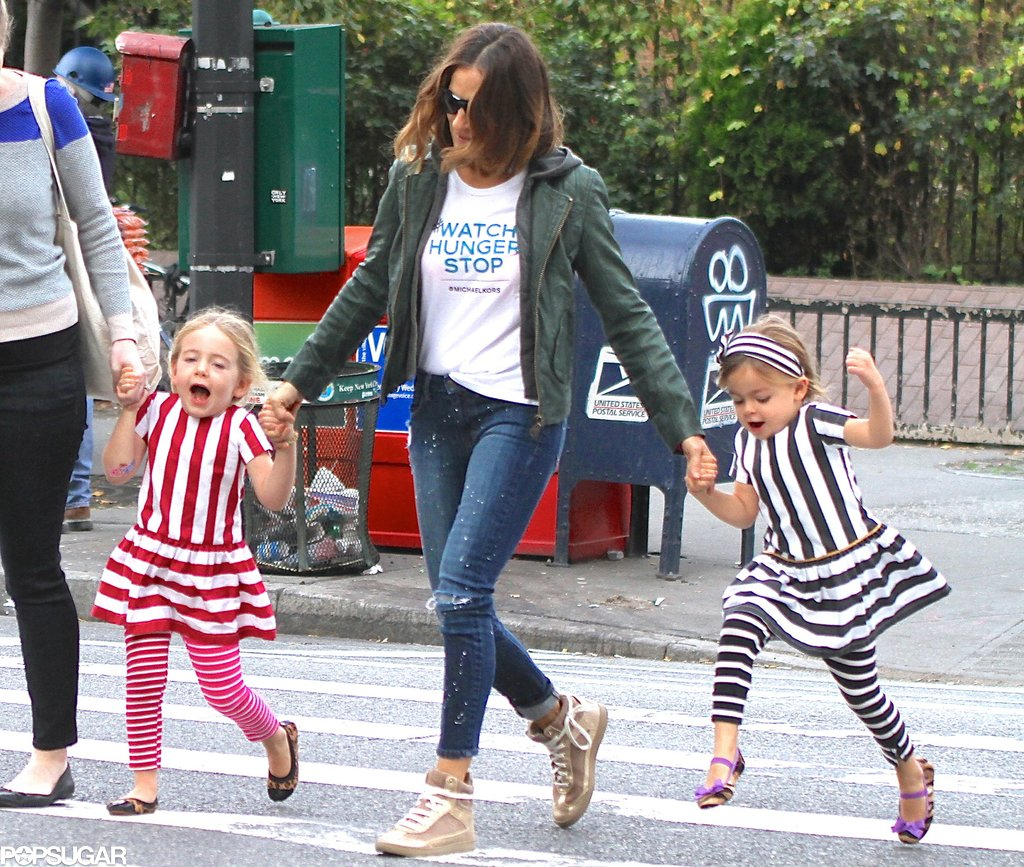 Sarah Jessica Parker held on to her twins, Tabitha and Loretta, while walking in NYC.