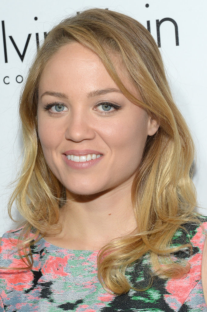 Erika Christensen stuck to the basics with very light makeup and soft blond waves.