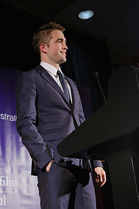 celebrityRobert-Pattinson-Australians-Film-Awards-2013