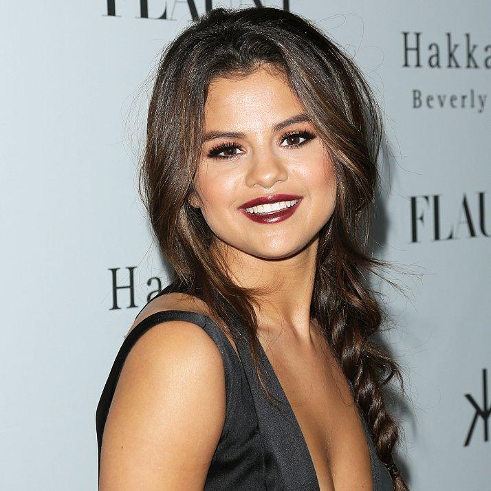Celebrity-Beauty-Selena-Gomez-Dark-Lipstick-Hair-Braid.jpg